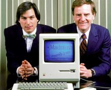 Steve Jobs e John Sculley presentano il Macintosh