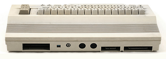 Commodore 64C connettori dietro